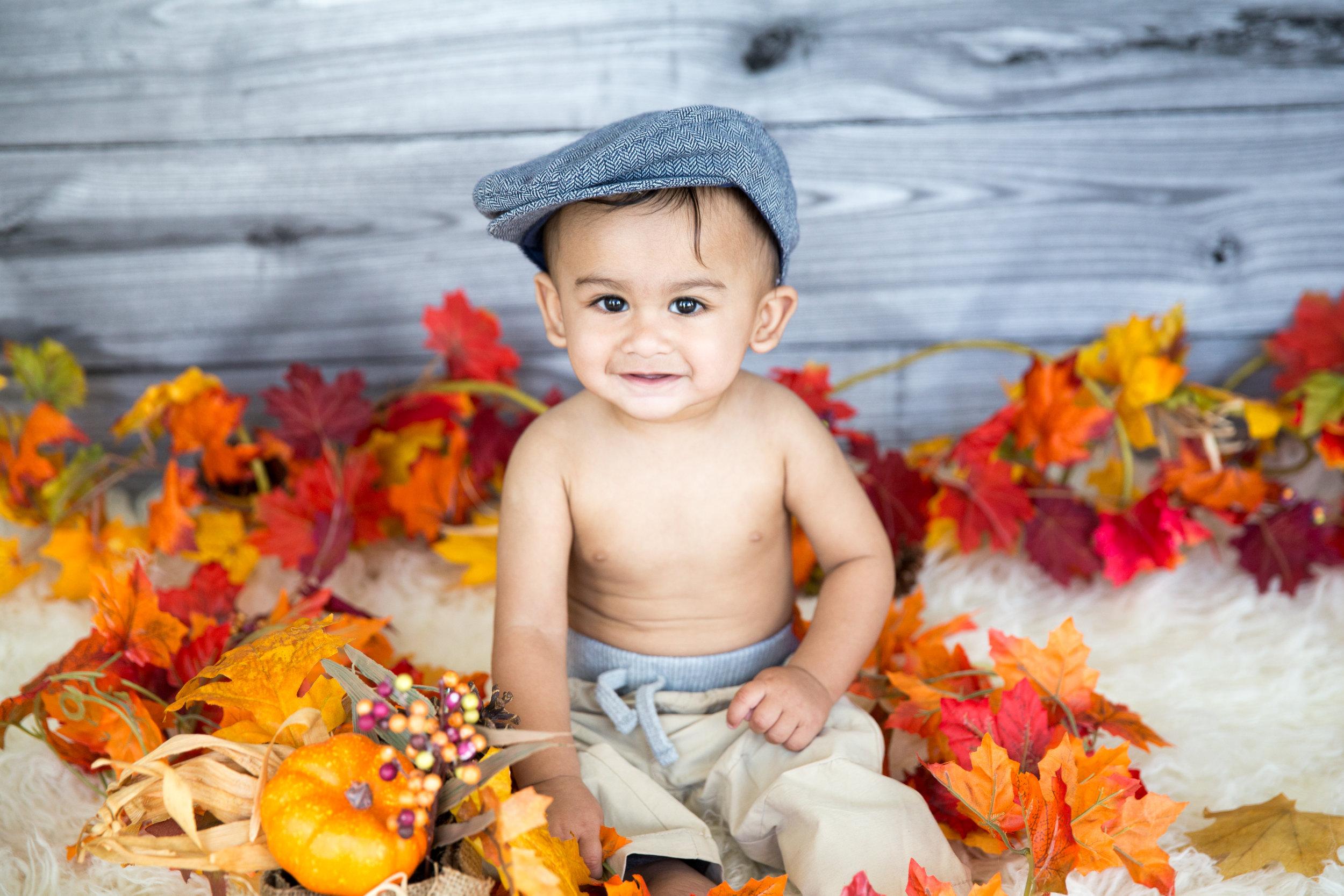 Baby Milestone, Sitter Session - Calgary Photographer