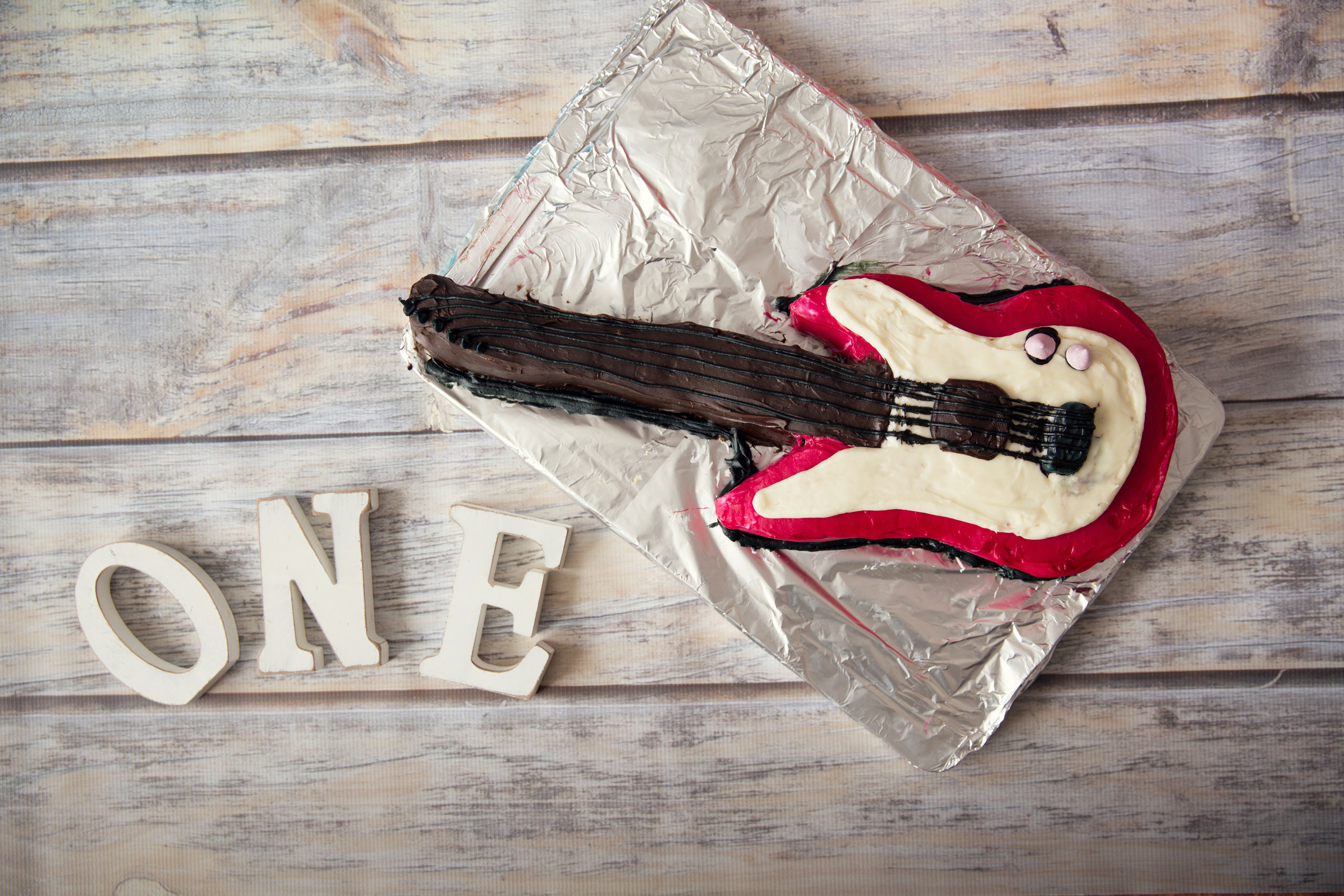Cakesmash Guitar Cake for a one year old. Calgary Cakesmash Photographer.