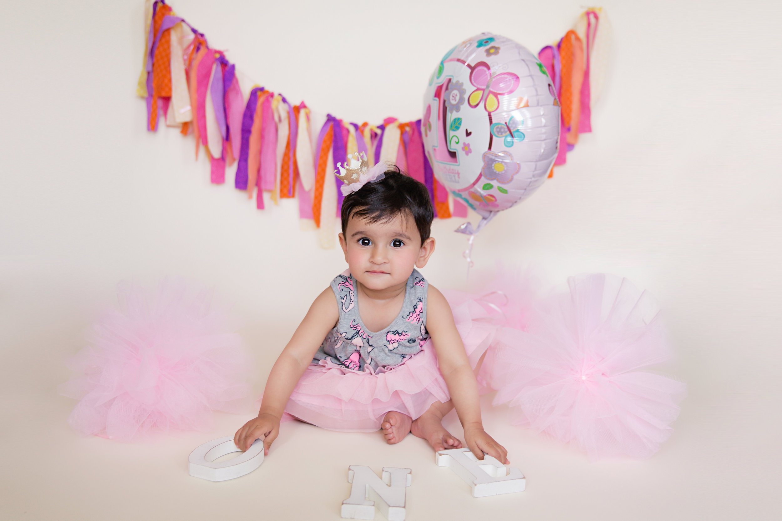 Baby girl is turning ONE. First birthday photoshoot ideas. Calgary photographer. Milashka Photography