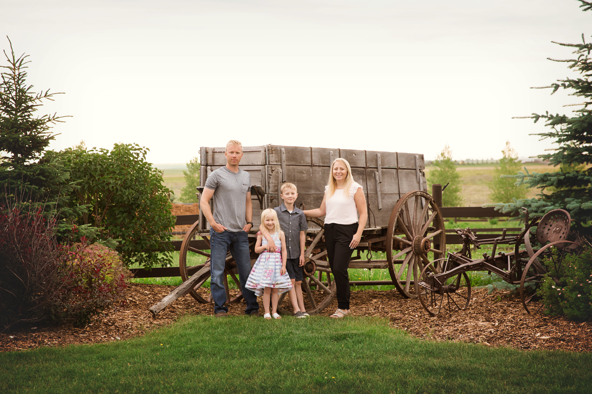 Family of 4. Calgary family photographer. Milashka Photography.