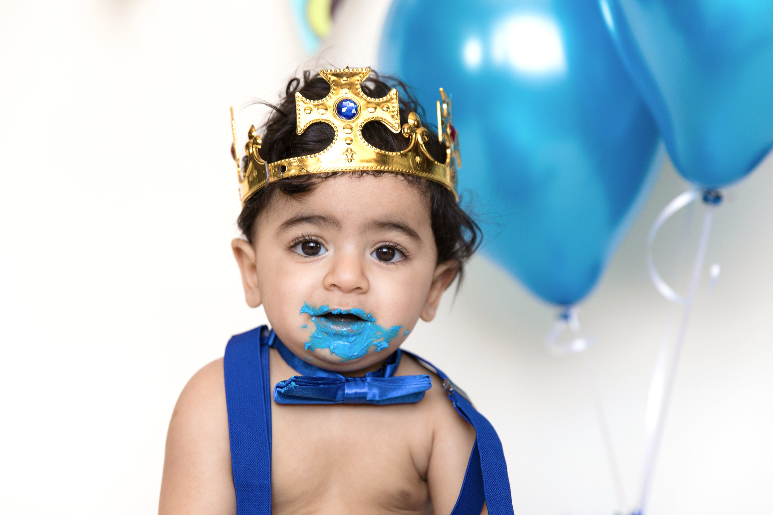 Little boy is covered in cake. Cakesmash photoshoot. Calgary Photographer. Milashka Photography