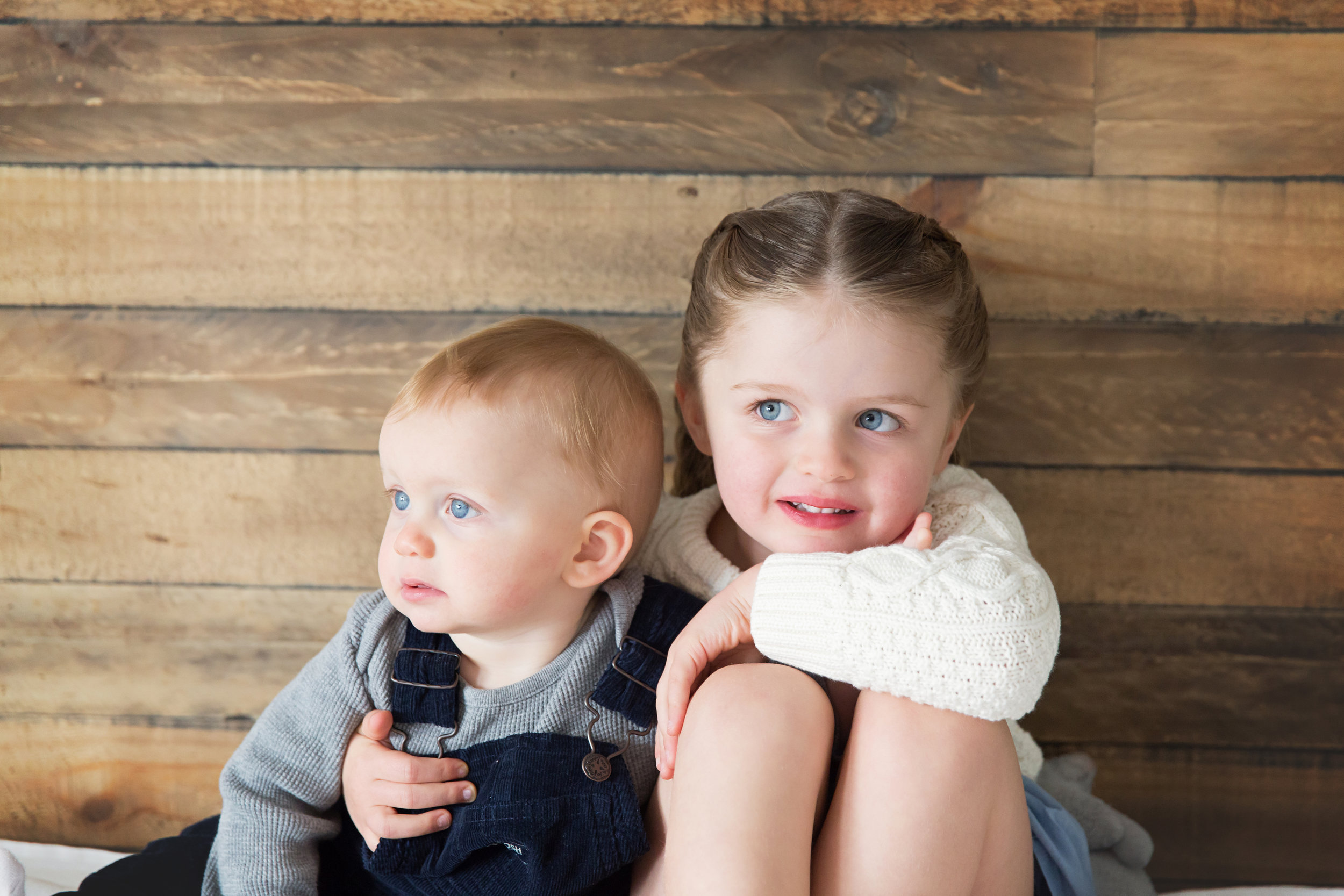 Siblings. Calgary family photographer. Milashka Photography