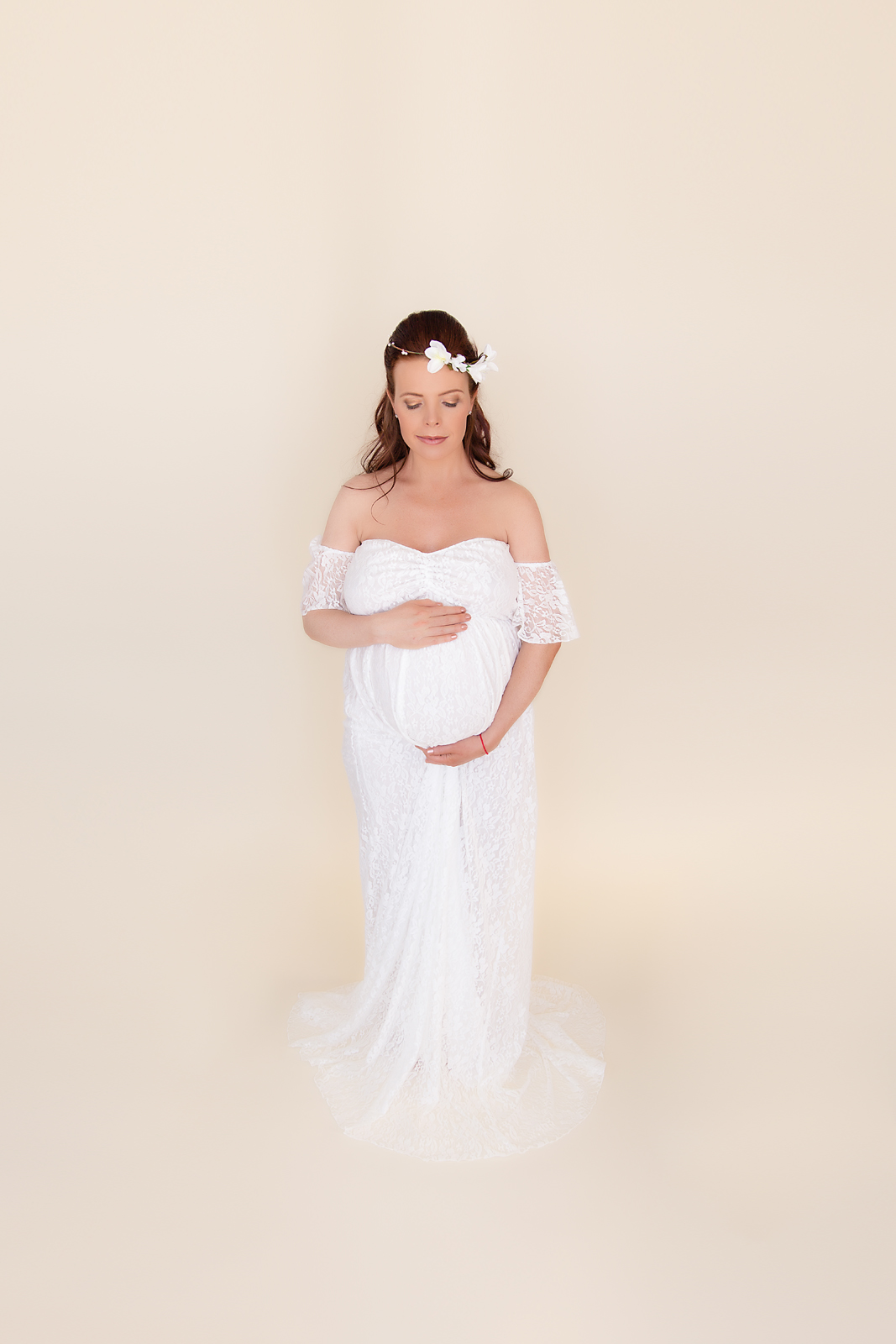 Mom-to-be in a white gown. Maternity session in Calgary, Alberta - Milashka Photography