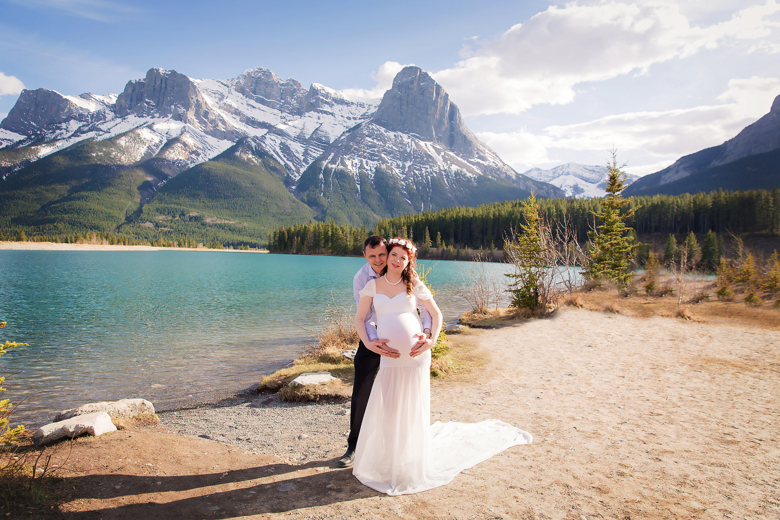 Parents to be in Canmore, Alberta - Mountain maternity session in Alberta, Canada. Calgary maternity photographer - Milashka Photography