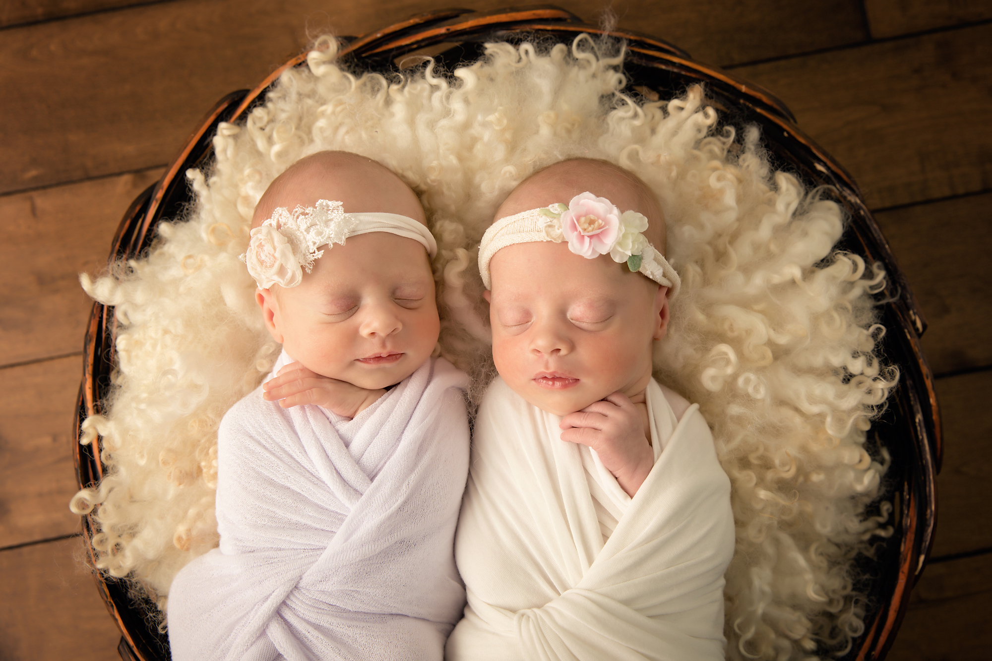Twins Photography in Calgary, Alberta by Milashka Photography. Newborn twin photography ideas.