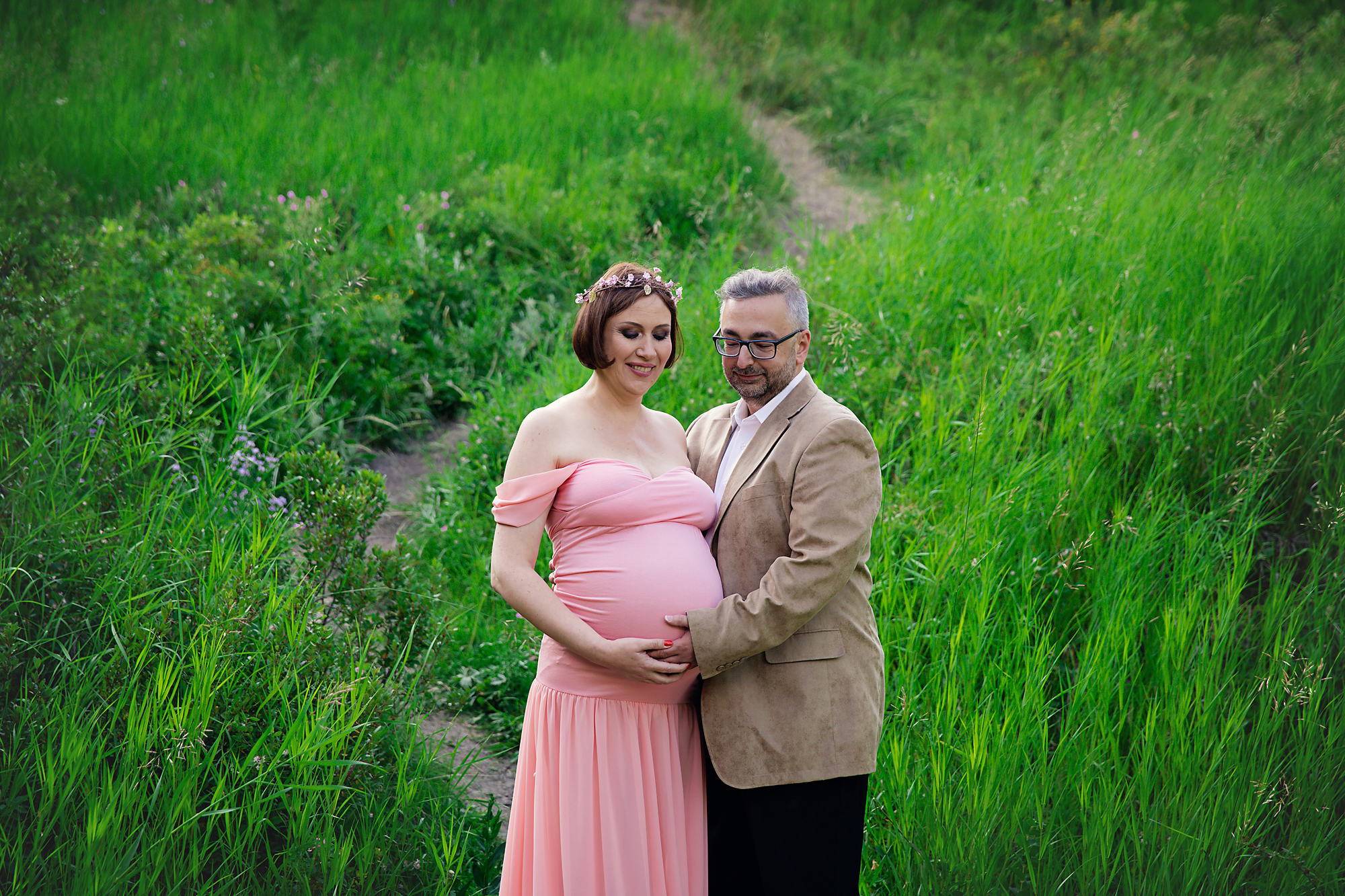 Parents to be are posing during their maternity photoshoot. Calgary and Airdrie Maternity photographer