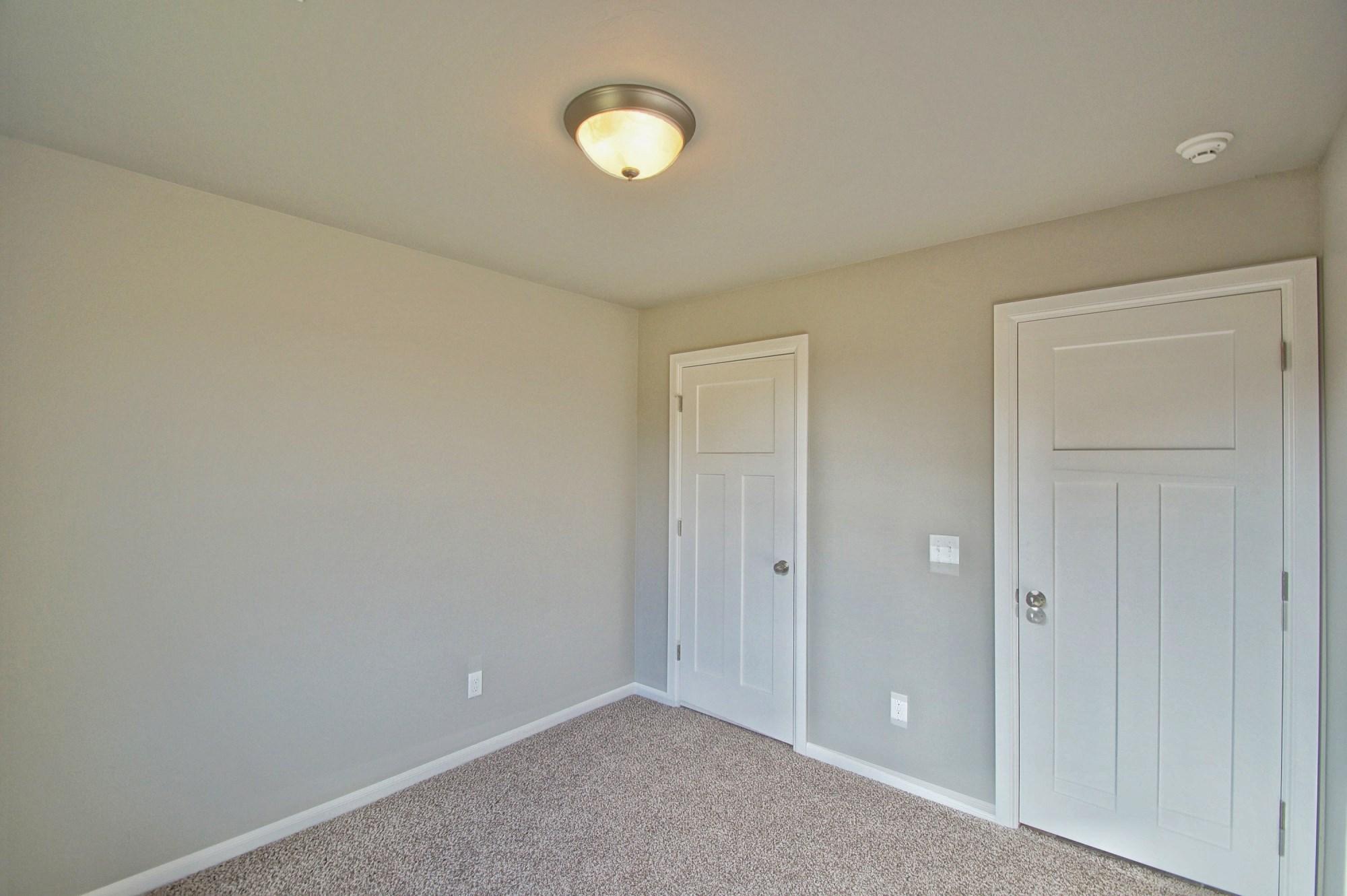22 - Bedroom.jpg