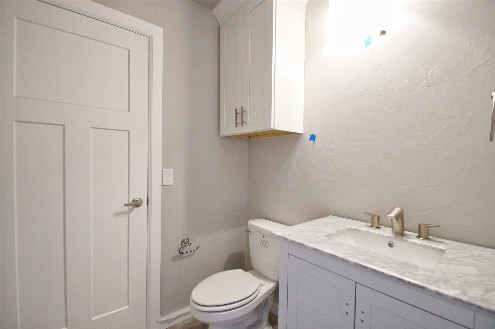 14 - Bathroom.jpg