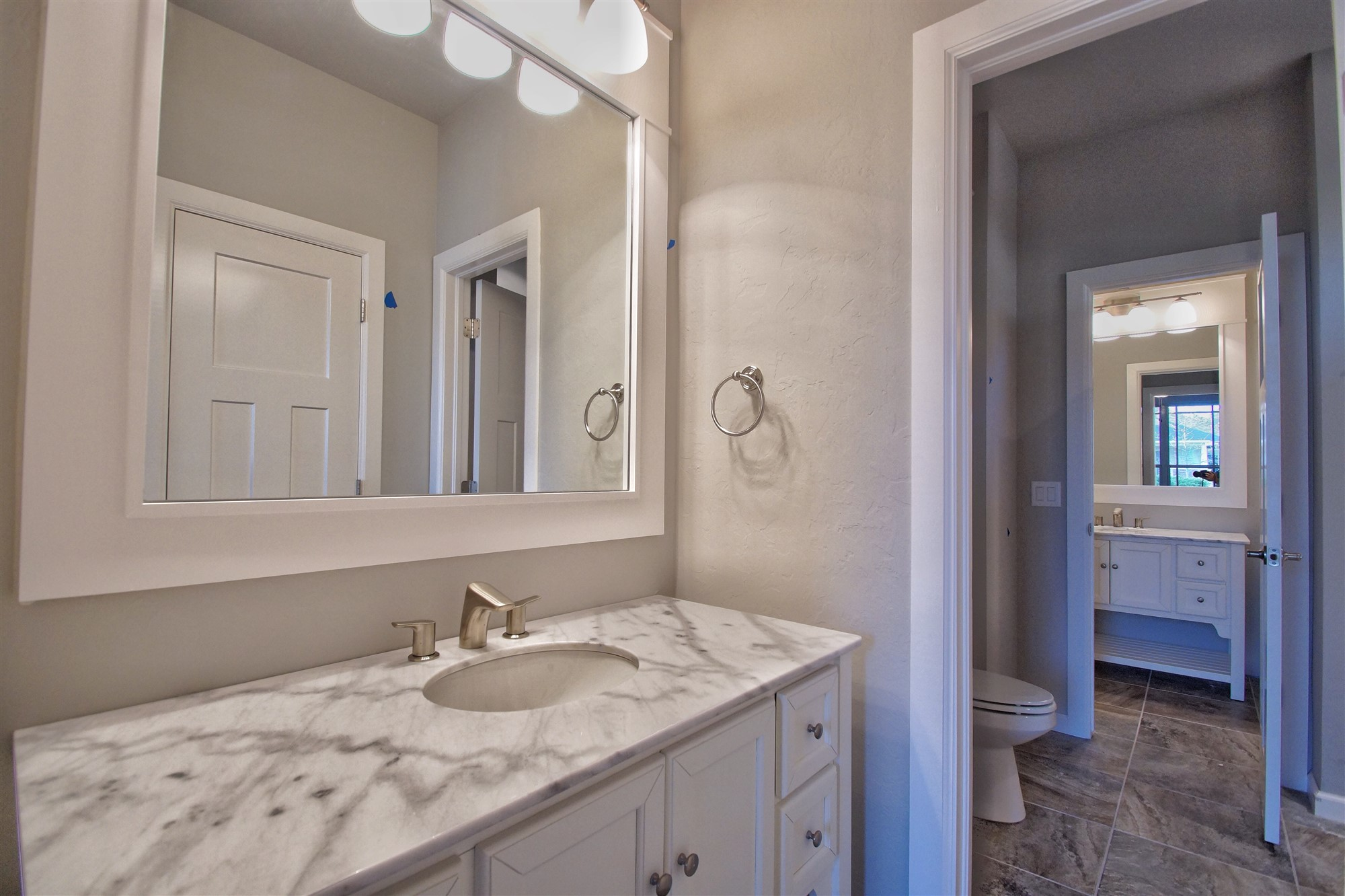20 - Bathroom.jpg