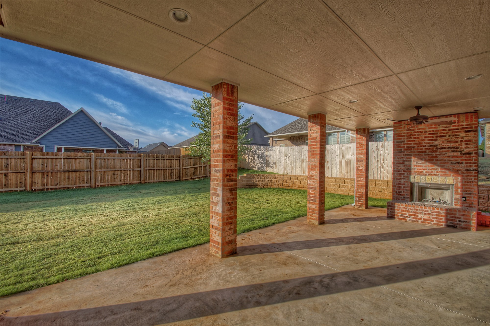 24 - Covered Patio.jpg