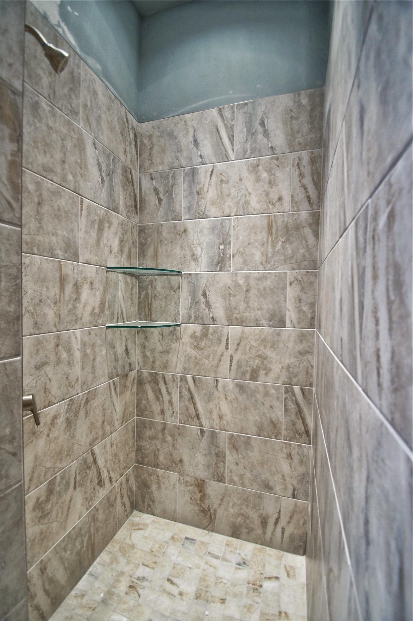 19 - Master shower.jpg