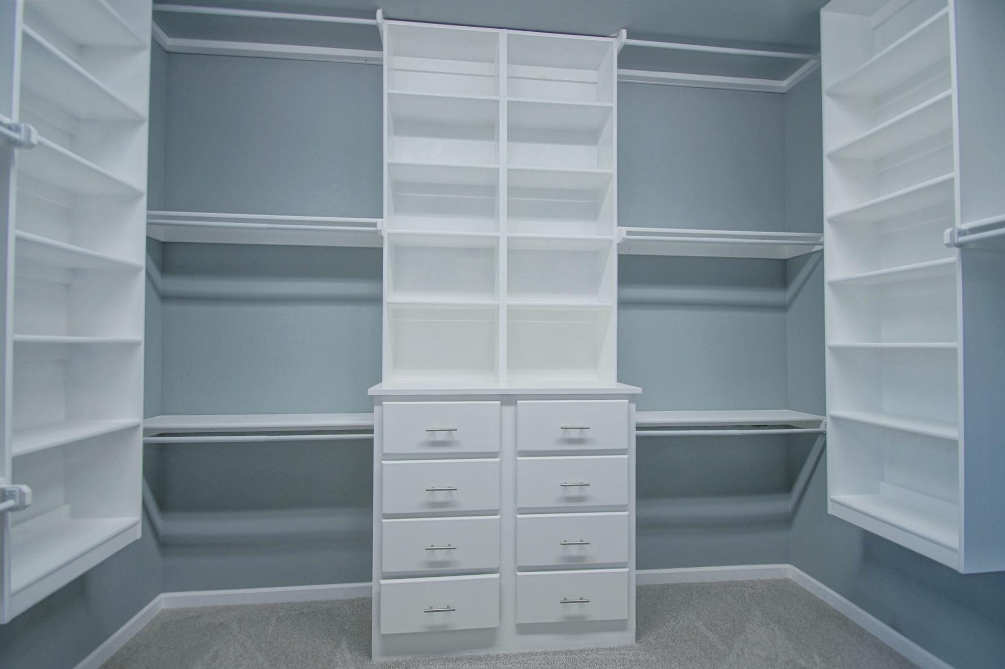 22 - Master closet.jpg