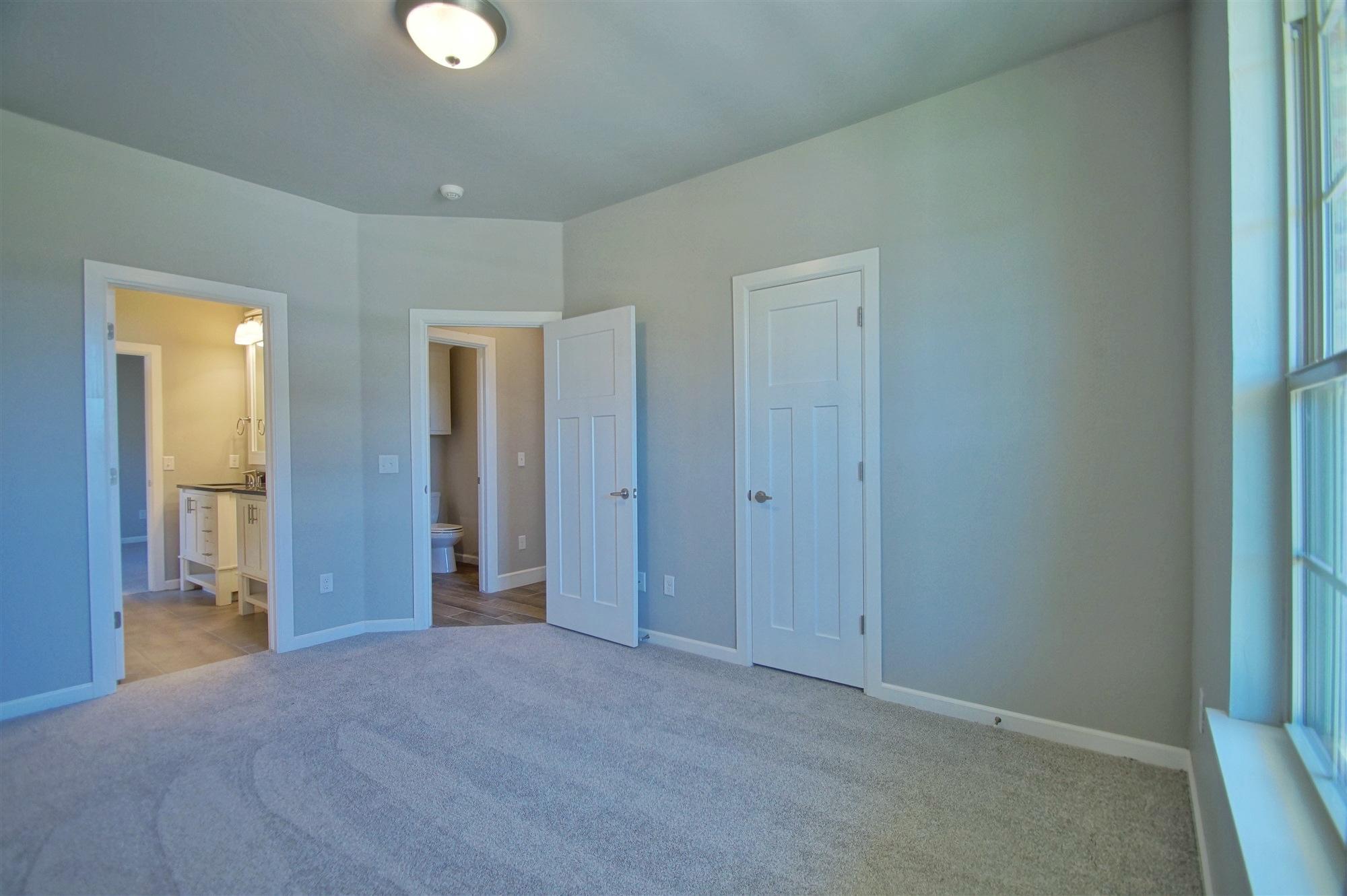 25 - Bedroom.jpg