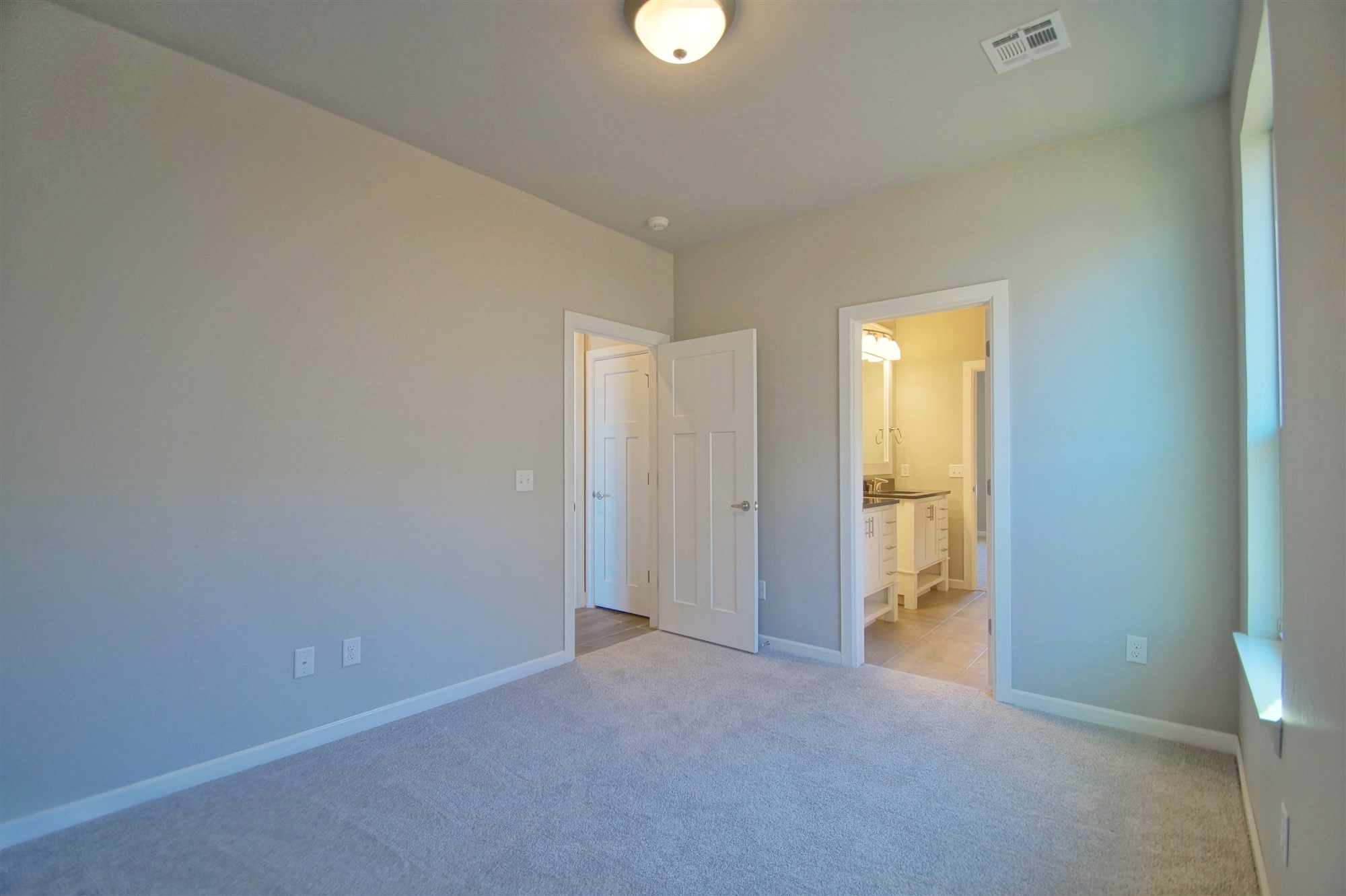 27 - Bedroom.jpg