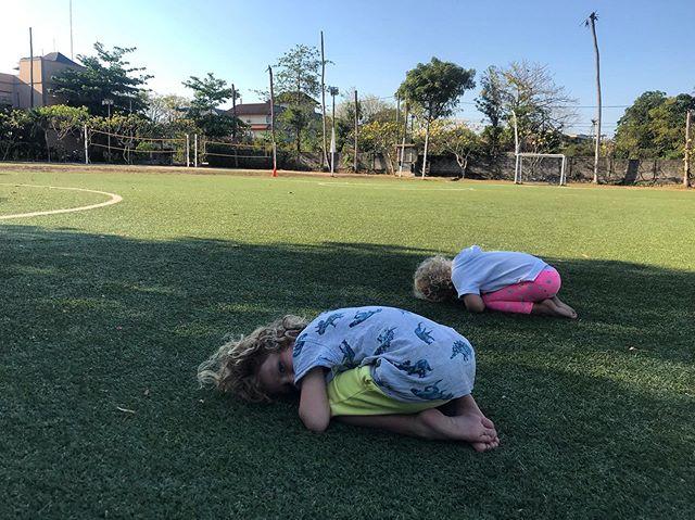 Baby's balasana☺️🌸 . . . . #yoga#yogakids#pronoiacommunity#fitnessbali#jimbaran