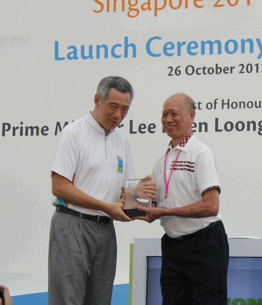 Uncle Tan with Prime Minister Lee Hsien Loong (2014, Clean & Green Singapore)