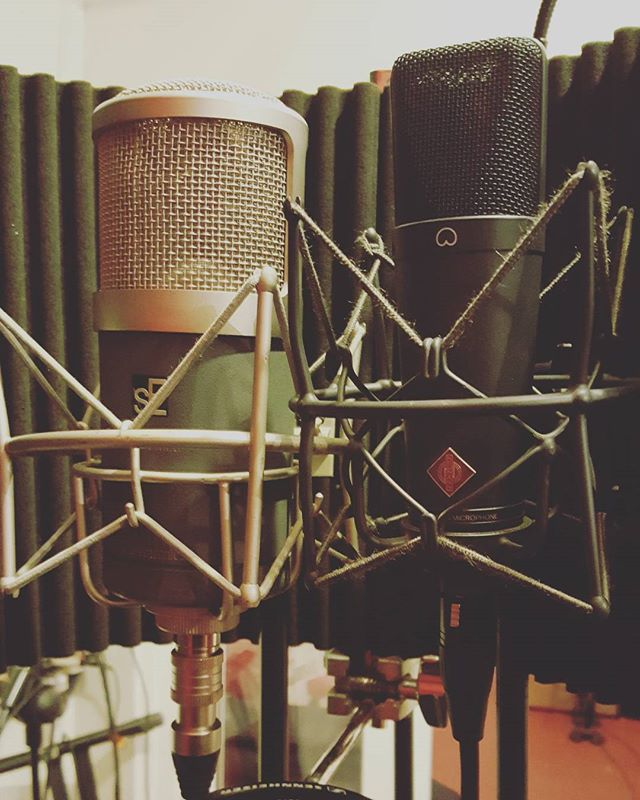 For #vocals with narrow sky on tuesday I had the #seelectronics #gemini   @uaudio #ua6176 and the @neumann.berlin #tlm193 going to an #empiricallabs Mike-E - #lynxaurora 16  I liked the Gemini on the verses and neumann on the chorus @chocofactorydublin #recording #recordingstudio #musicproducer #musicproduction #studiolife #music