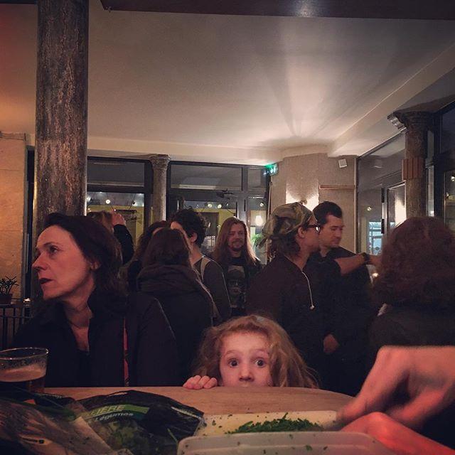 Ce soir, Dîner des Voisins à la Réserve. De tous les voisins ! #dinerdesvoisins #paris11 #charonne #passagealexandrine #rueleonfrot