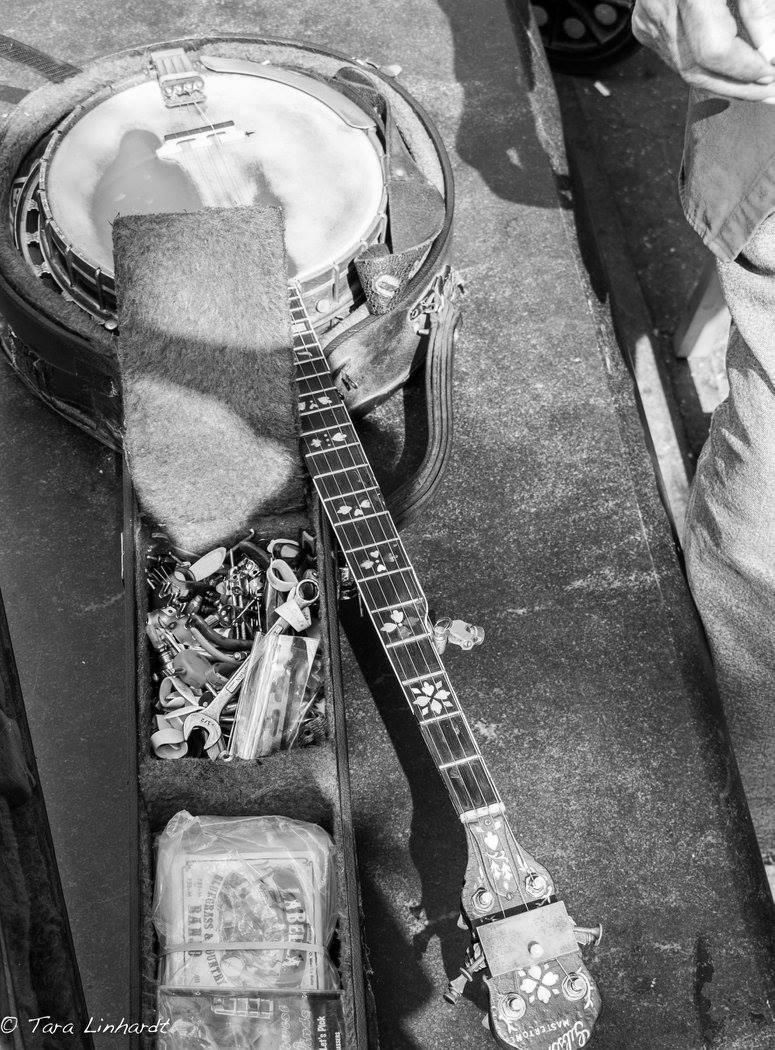 ronger sprungs banjo case.jpg