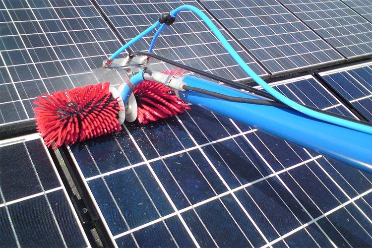 solarpanelcleaning.jpg