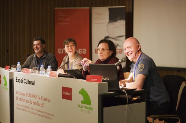 sandy-espai-cultural-caja-madrid-conference.jpg