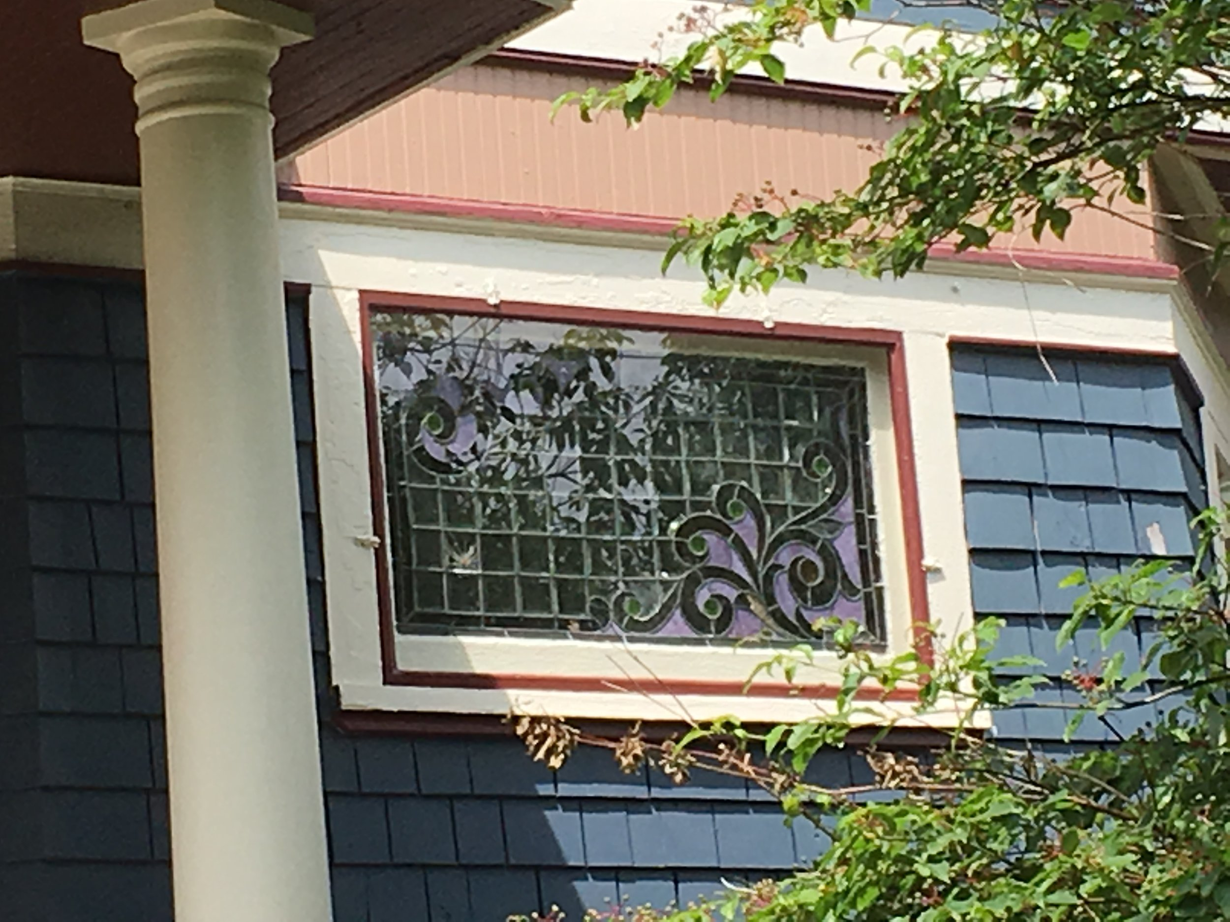 Worth 303 N stained glass.JPG