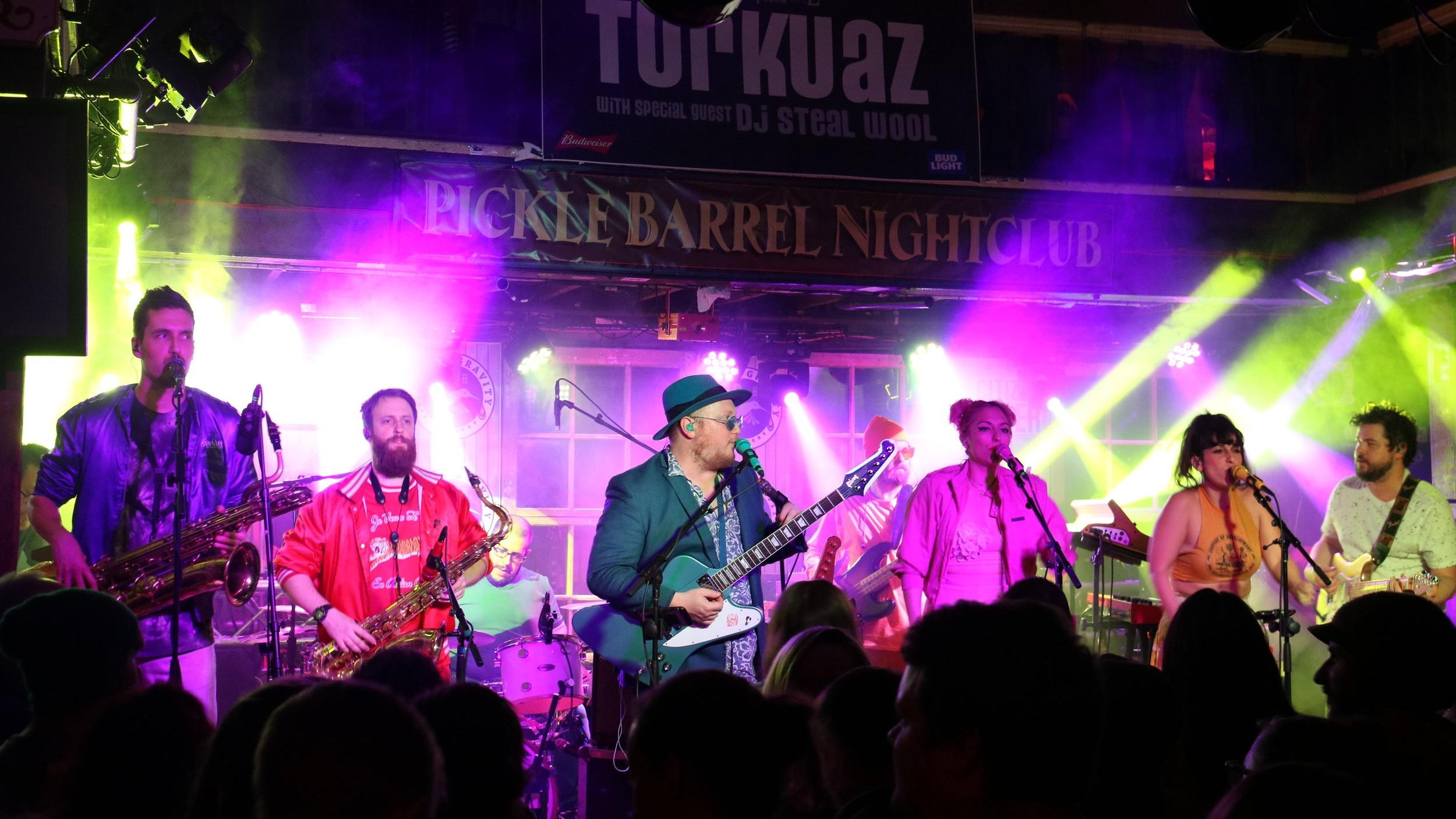 Turkuaz at the Pickle Barrel