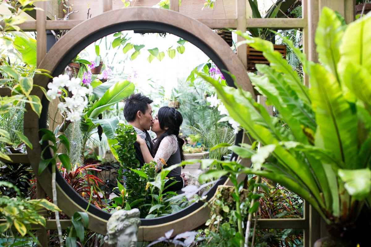 Nina-Hong-008-7-conservatory-of-flowers-san-francisco-engagement.jpg