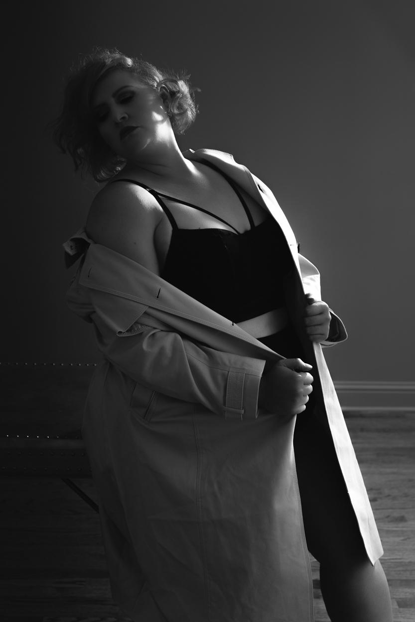 Curvy boudoir photography