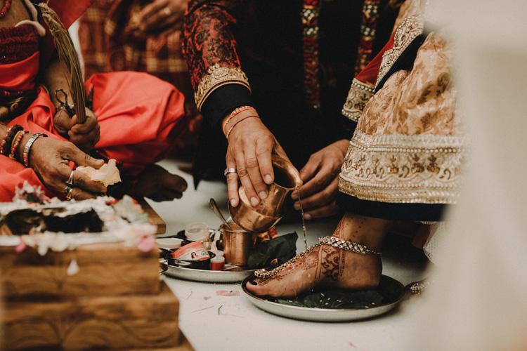 hindu bride gets feet anointed in london hindu wedding
