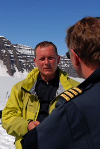 Olivier Gilg, the chief scientist of our expedition, talking to Ragnar, the other pilot.