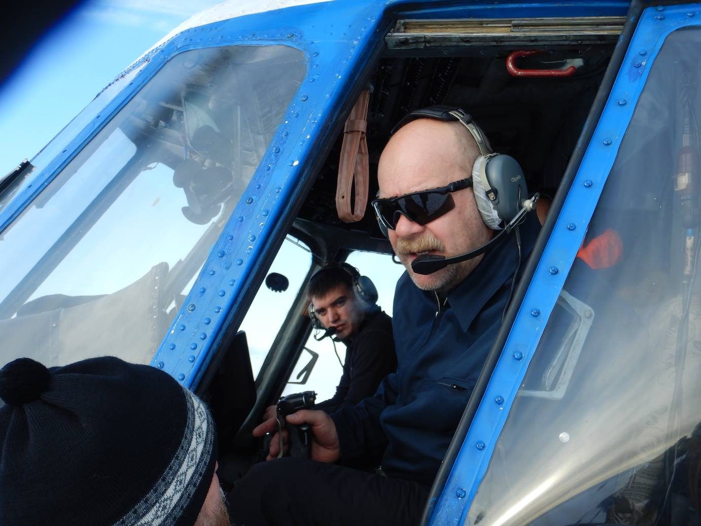 Alexander (r.) and Alexei, our fearless (but very safety conscious) Mig-8 pilots: from Afghanistan to the Russian Arctic.