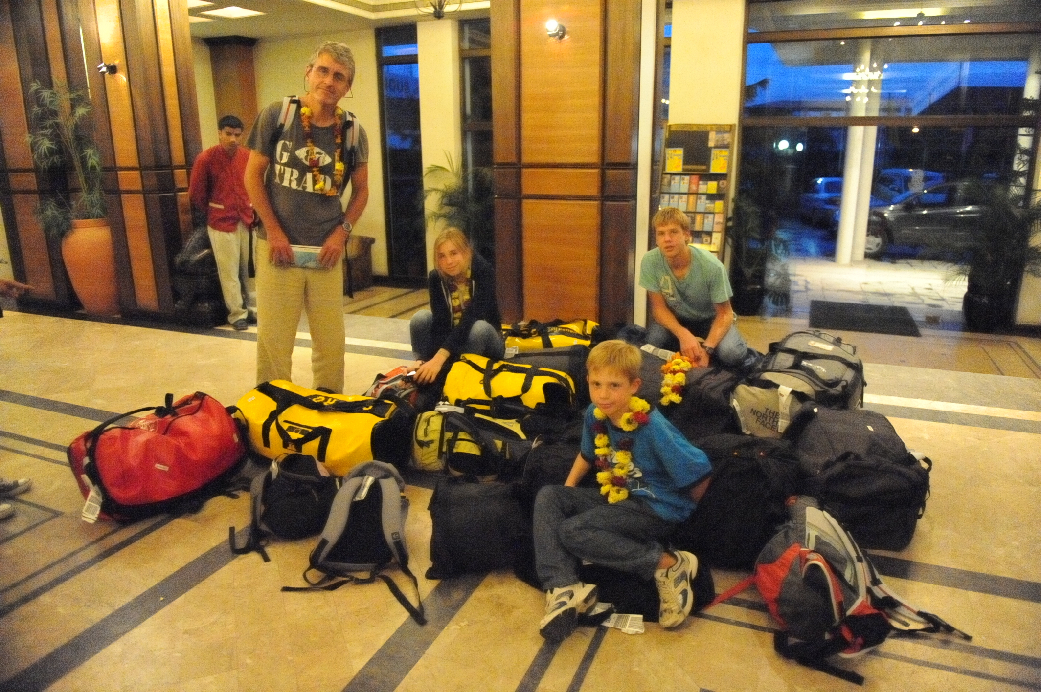 From left to right: Christophe, Claire, Julien and Alexandre account for all bags at arrival in Kathmandu.
