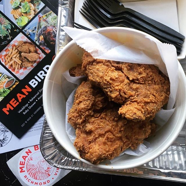 DEAL ALERT 🚨🔥 Boneless Fried Chicken Meals and Buckets 25% Off tonight! (Sunday) Walk in and phone in only (no delivery or 3rd party ordering). Open til 10:30! #friedandtrue