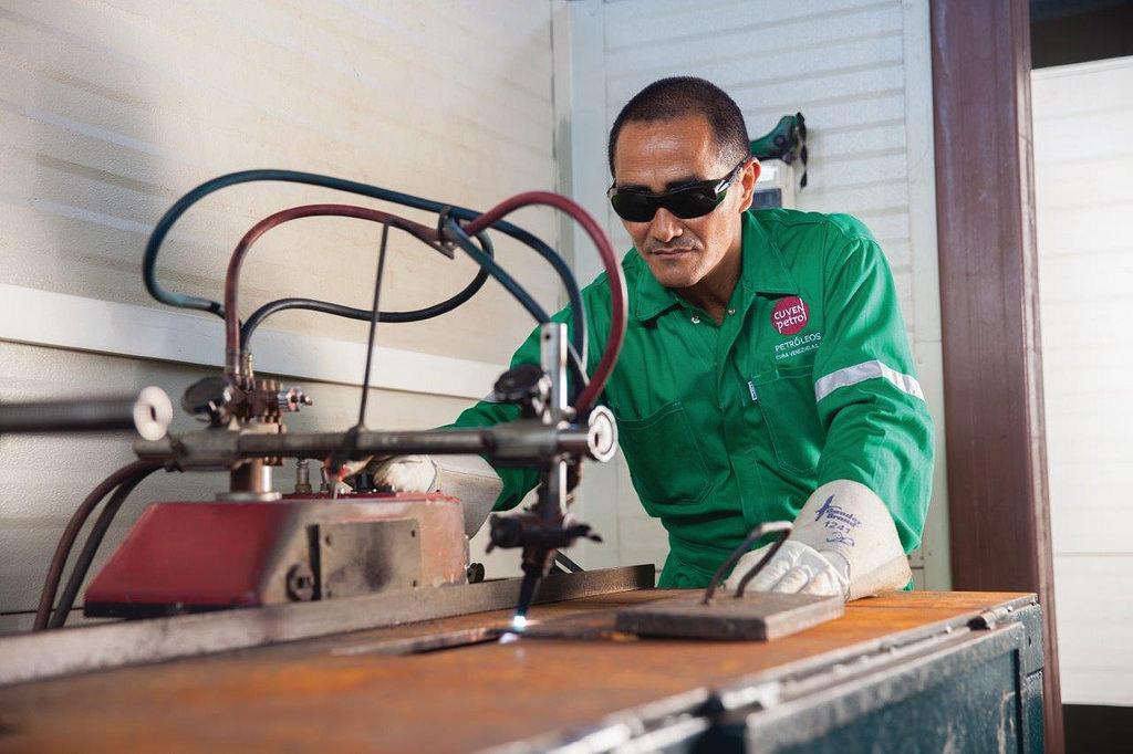weldingworker.jpg