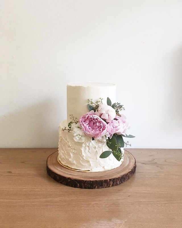Vanilla bean + strawberry mascarpone shower cake for a sweet little girl on her way! . . . #cakelocal #kansascityig #kinfolk #thatsdarling #floralcakes #glutenfreebaking #girlboss #floralcakes #baker  #kccakes #nofondantallowed