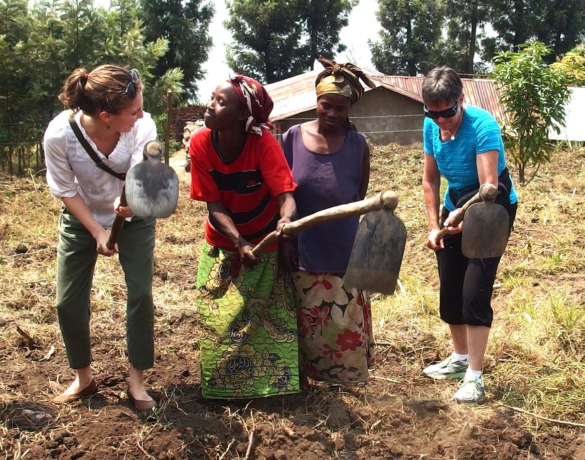 Members of Mwendo Congo and Idjwi Islanders on the land