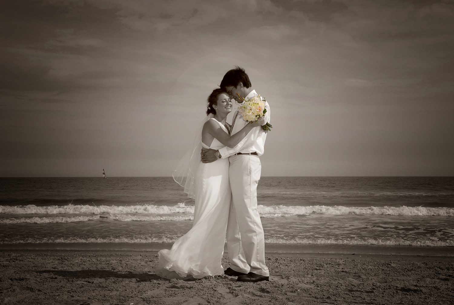 Bridal couple on the beach / Meyer Photography