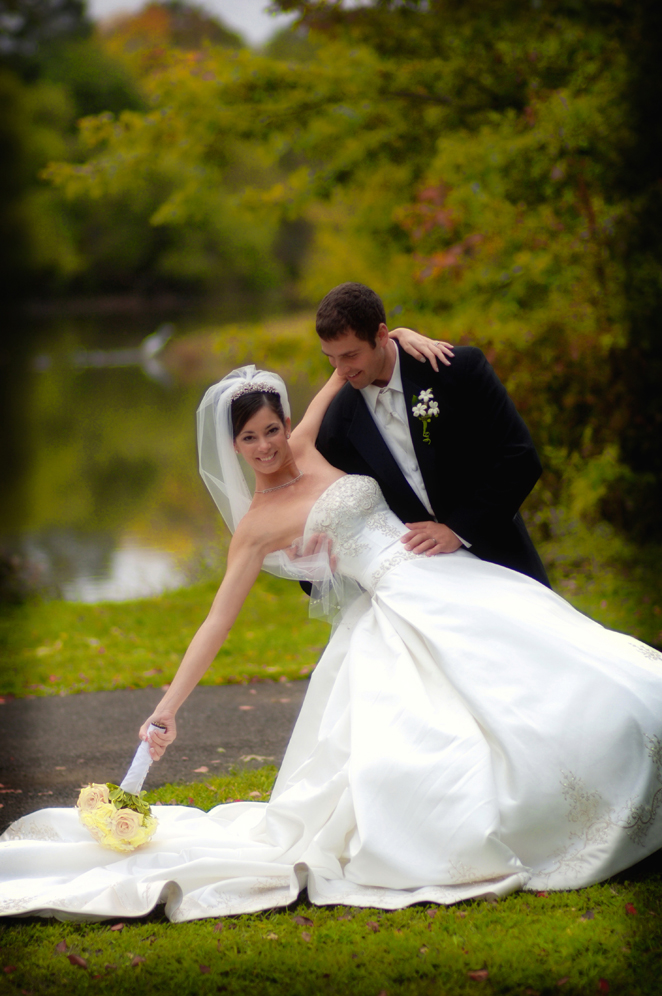 graceful bride and groom / Meyer Photography