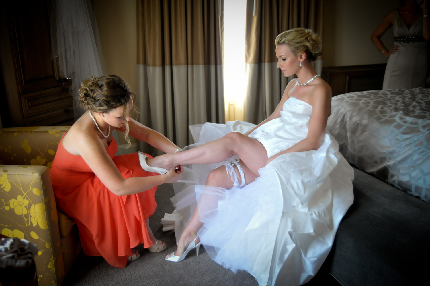 Bride getting ready at Seaview Resort / Meyer Photography
