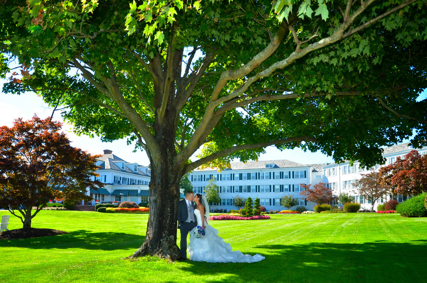 Seaview resort front lawn / Meyer Photography