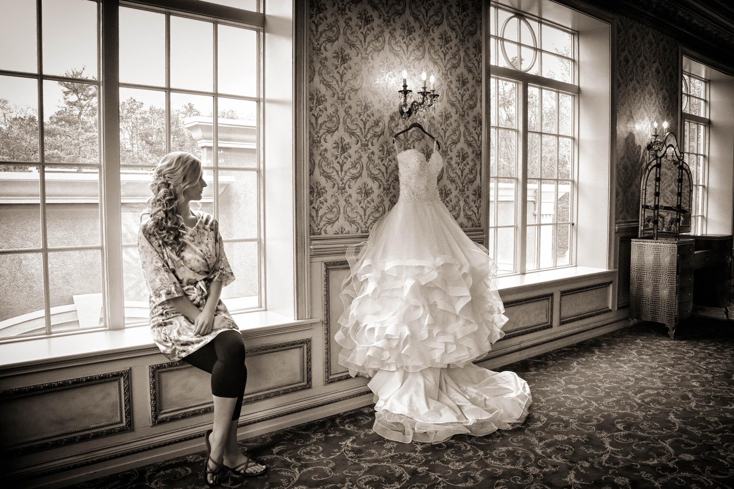 Bride and wedding gown / Brigalias