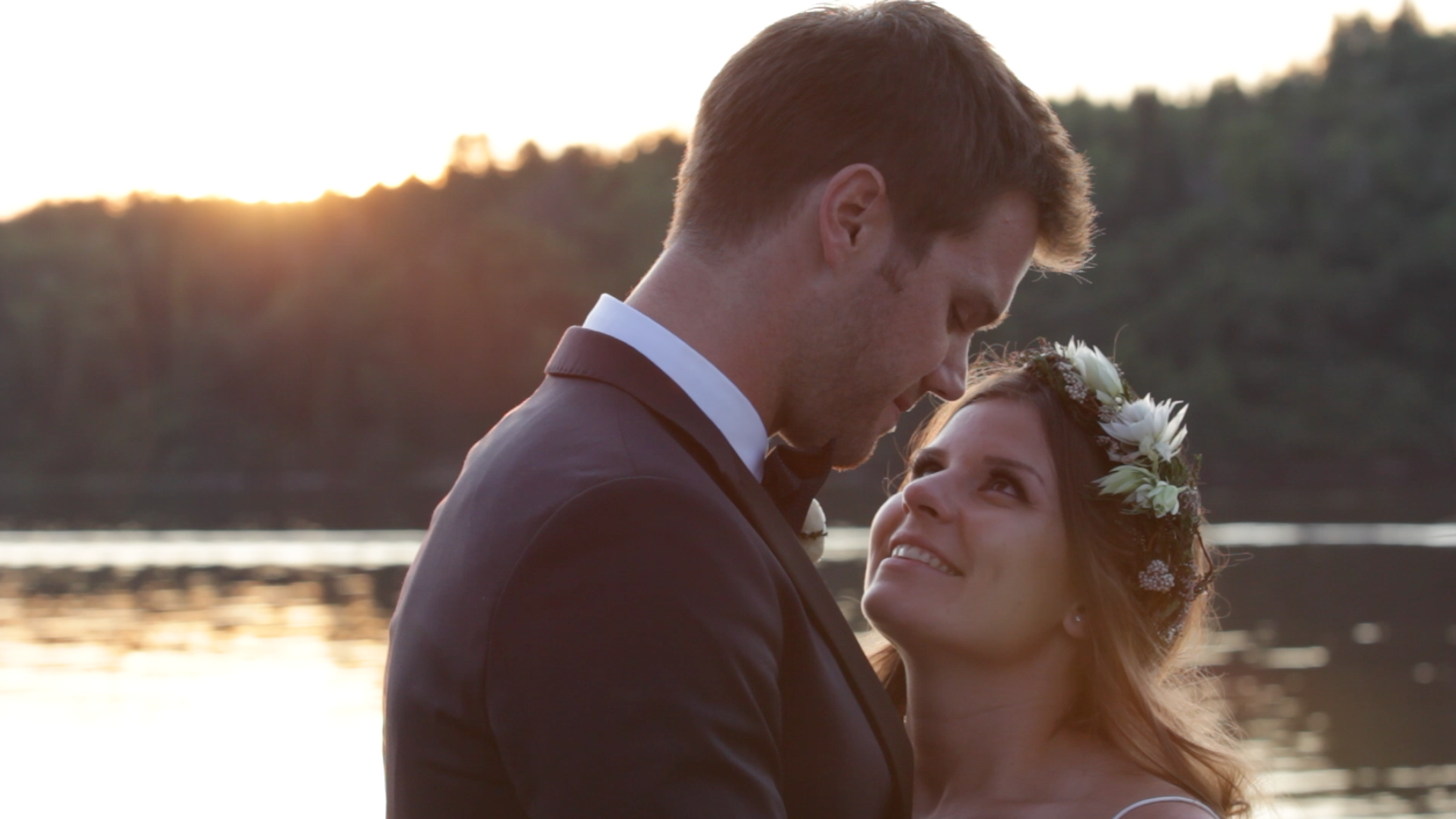 Meghan & Chet's beautiful Lake of the Woods wedding (click to see their video).