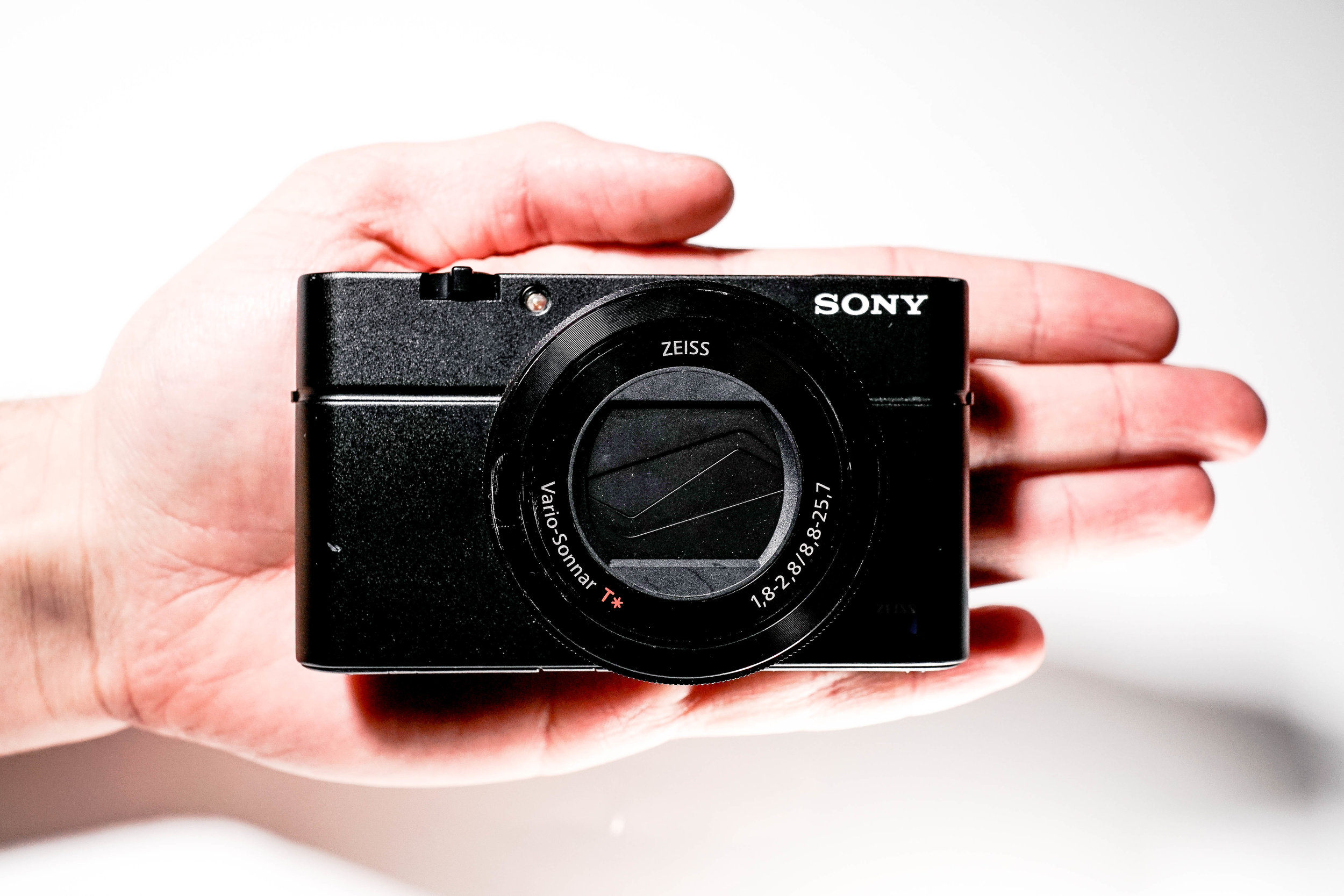 Sony RX100iii in Hand