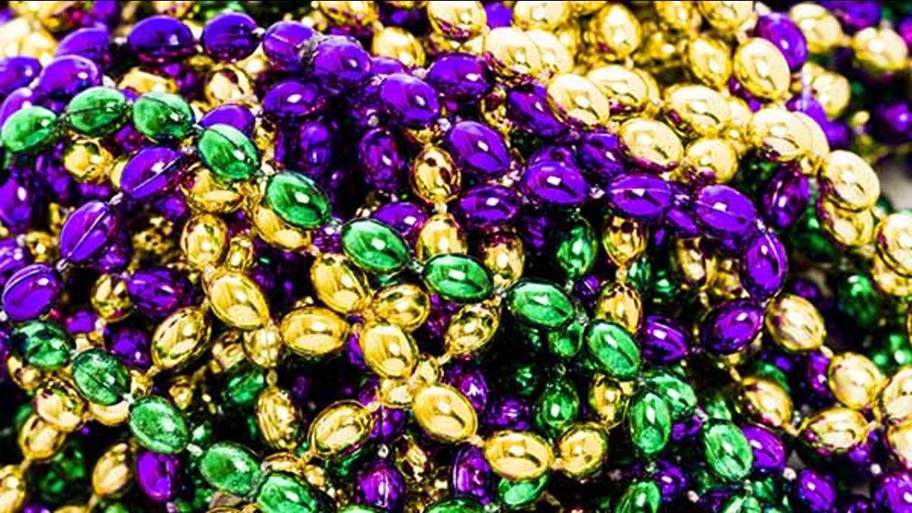 3000183_012818-wls-mardi-gras-beads-img.jpg