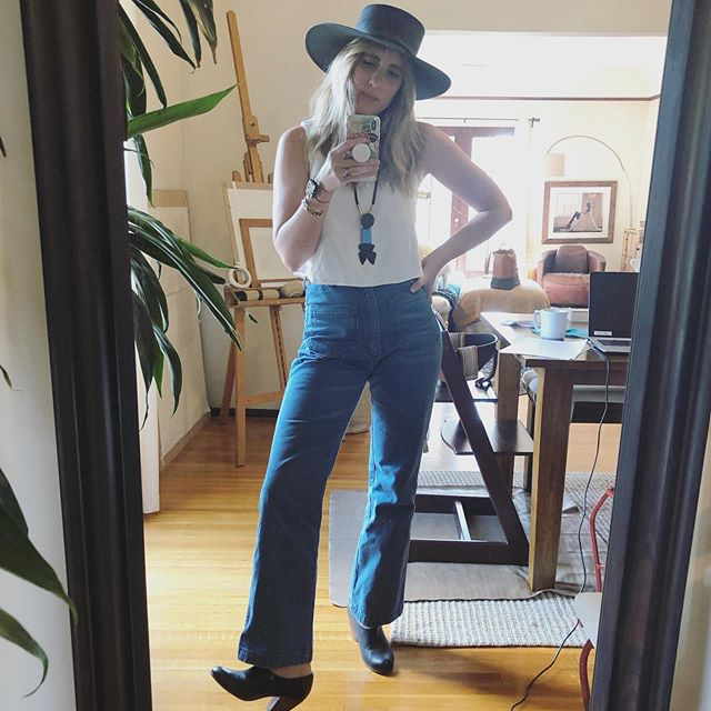 Yee-haw! 🐎 Outfit ethically sourced: jeans @shopdoen, top @elizsuzann, boots @nisoloshoes, hat @janessaleone, necklace @marni #consciousclosets #shopethically #ethicalfashion #shopsmall #handmade