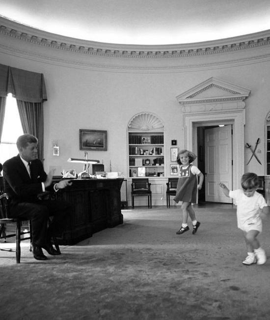 theswinginsixties :     President John F. Kennedy with young Caroline and John Jr. in the Oval Office, October 10, 1962.