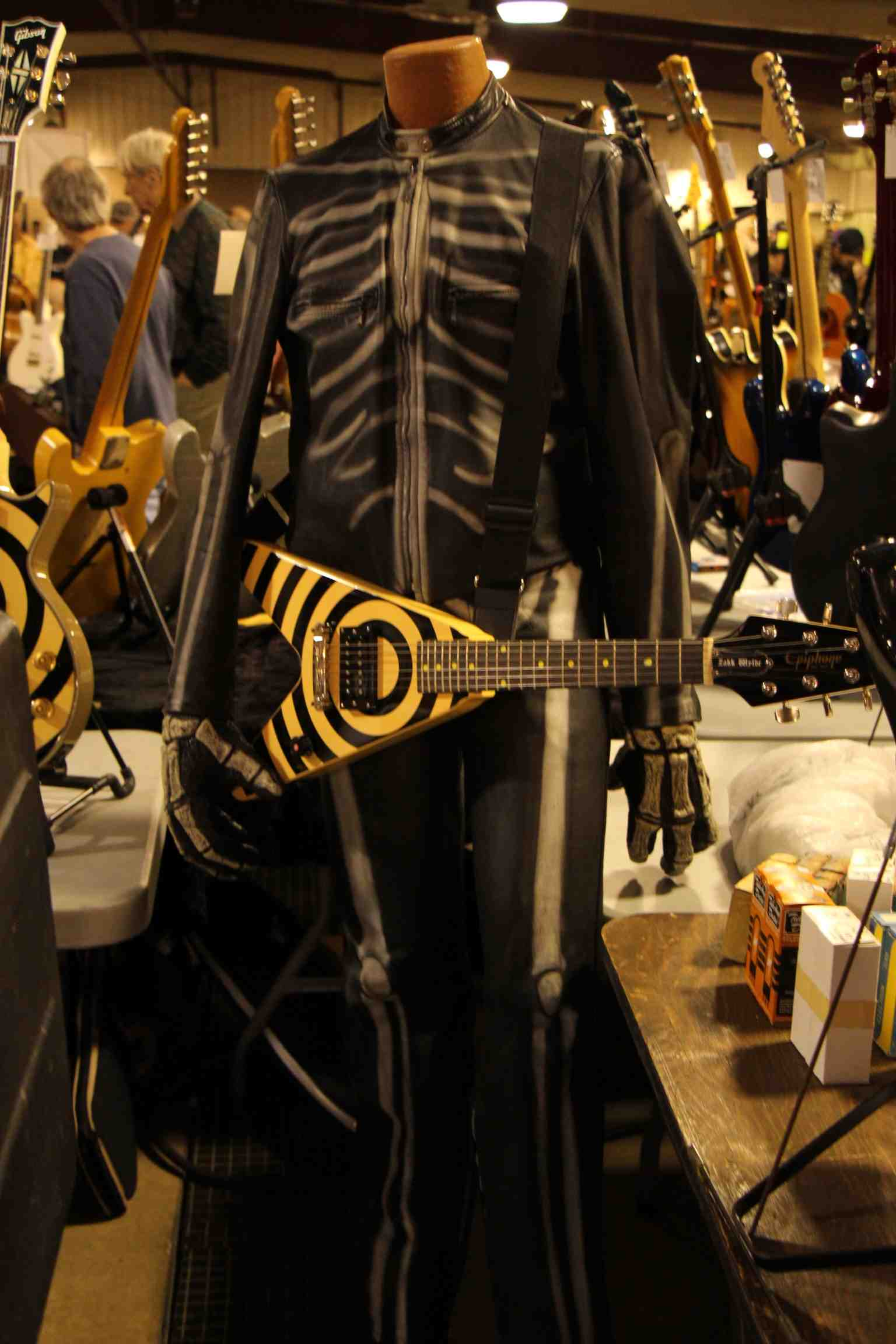 Epiphone Flying V with Costume.jpg