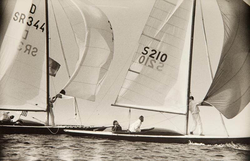 ....The swedish dragon KULING S210 in a tight race with the russian LEV in 1961. Photo Martti Vuorenjuuri..Ruotsalainen louhi KULING S210 tiukassa kisassa venäläisen LEV:in kanssa vuonna 1961. Kuva: Martti Vuorenjuuri....