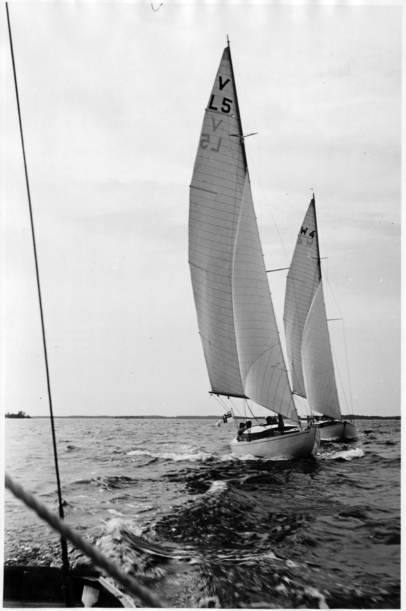 ....Viking boats UNDA II (L5) and Weekend VIBEKE (L4), photo: ASS..Viking-vene UNDA II (L5) ja Weekend-vene VIBEKE (L4), 1956, kuva: ASS.
